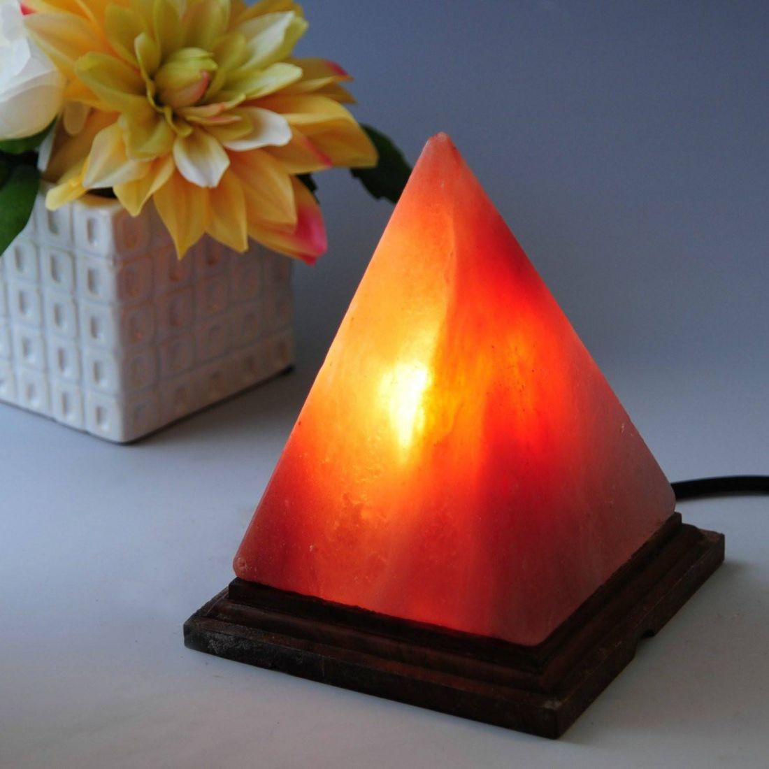 Piramis sólámpa , pyramid saltlamp